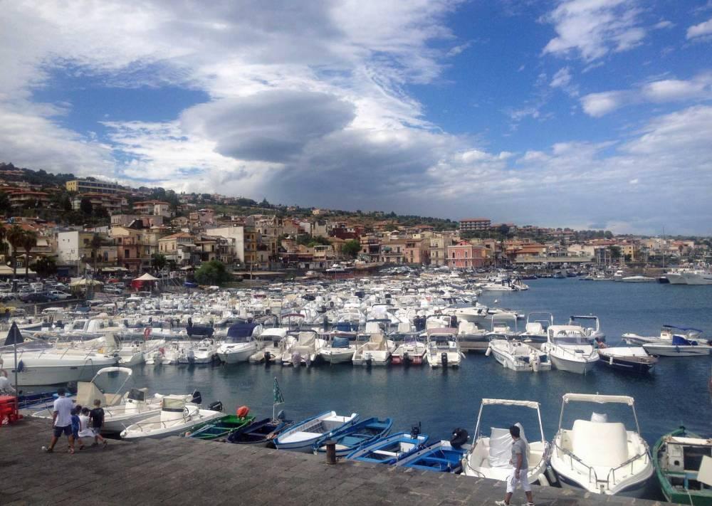 Hafen von Aci Trezza auf Sizilien