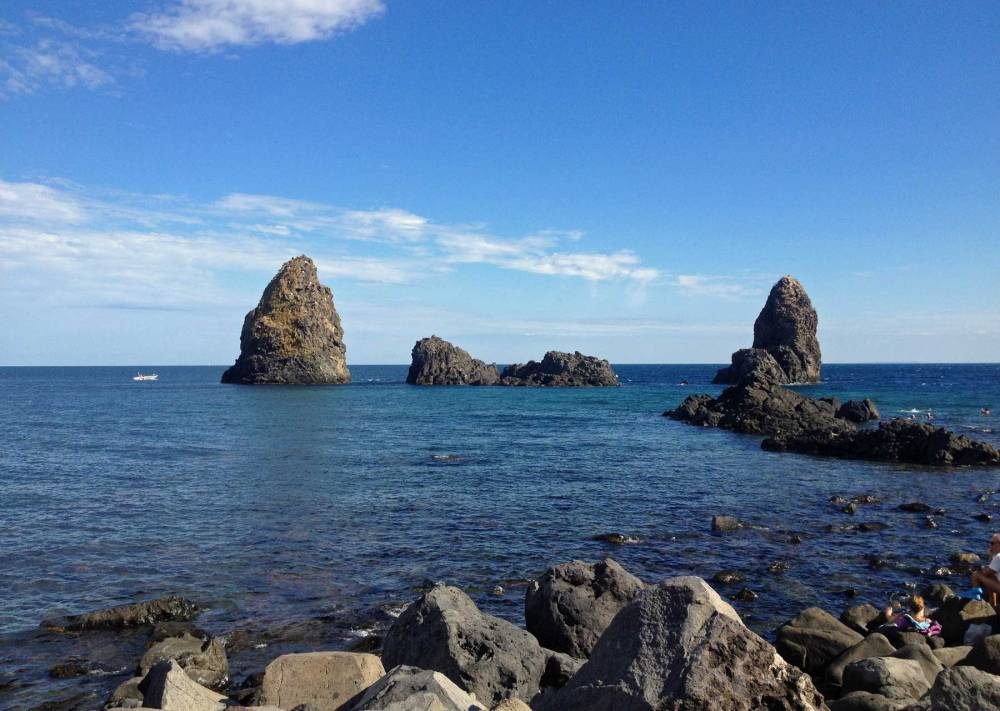 Zyklopenküste bei Aci Trezza auf Sizilien