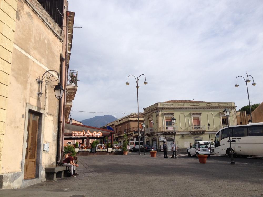 Dorf Nicolodi auf dem Weg zum Etna