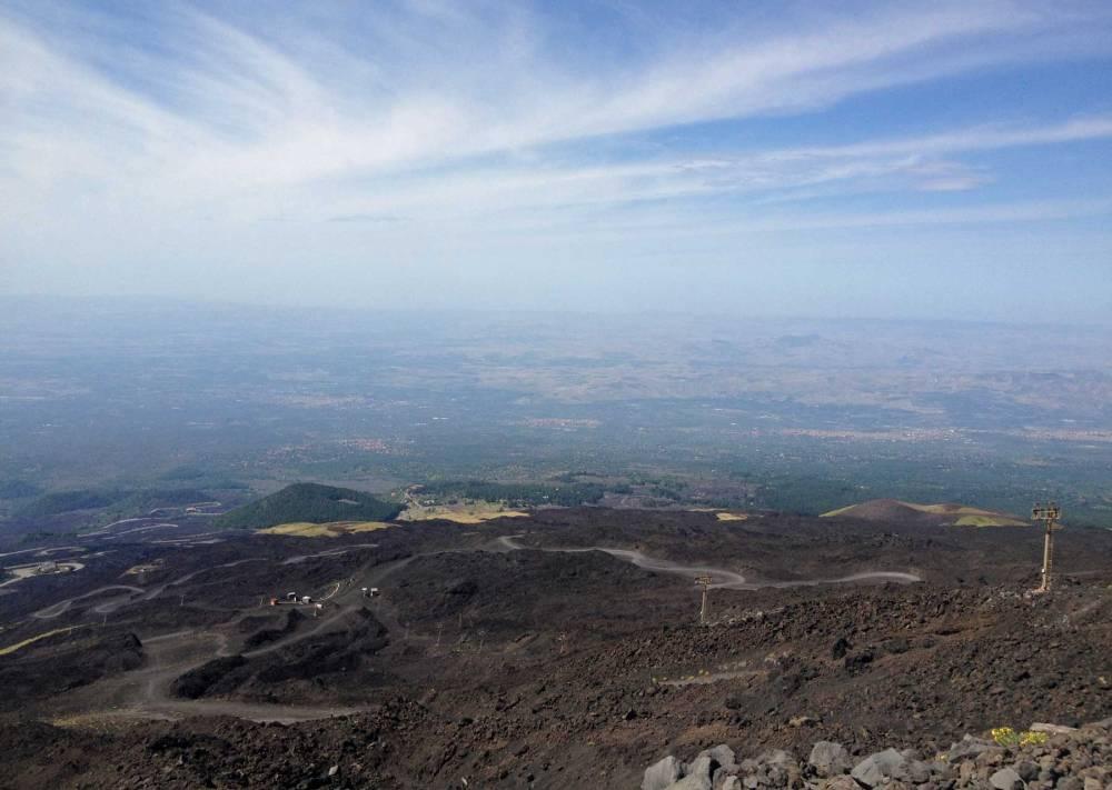 Blick vom Vulkan Etna auf Sizilien
