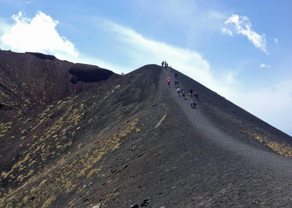 Weg auf den Nebenkrater des Etna