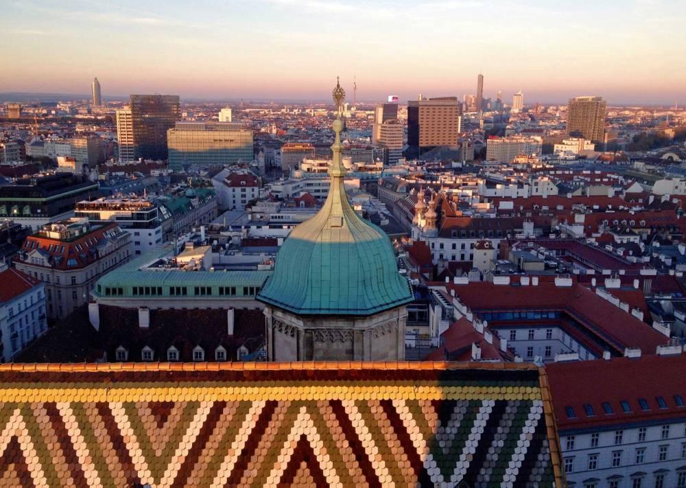 Blick vom Stephansdom in Wien bei Sonnenuntergang