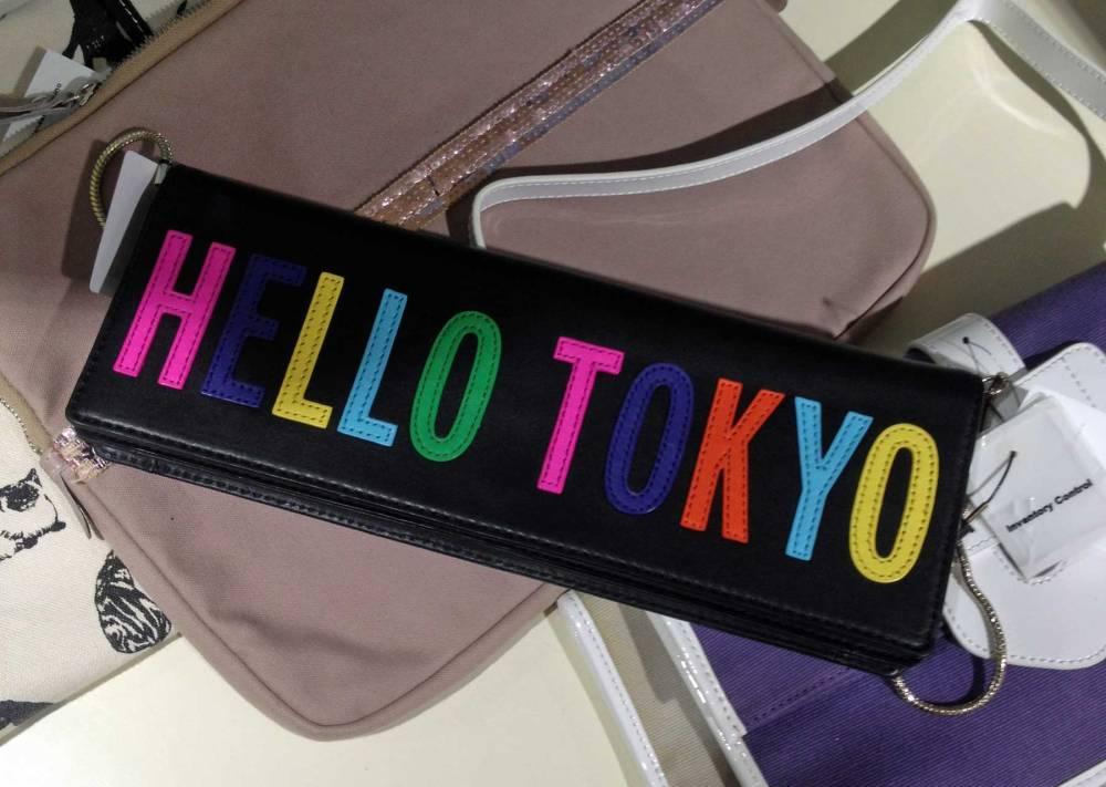 Tasche mit Toyko-Schriftzug