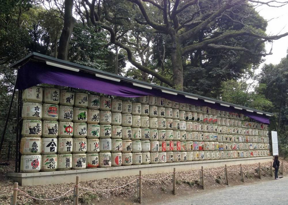 Sake-Fässer am Meiji-jingu-Schrein