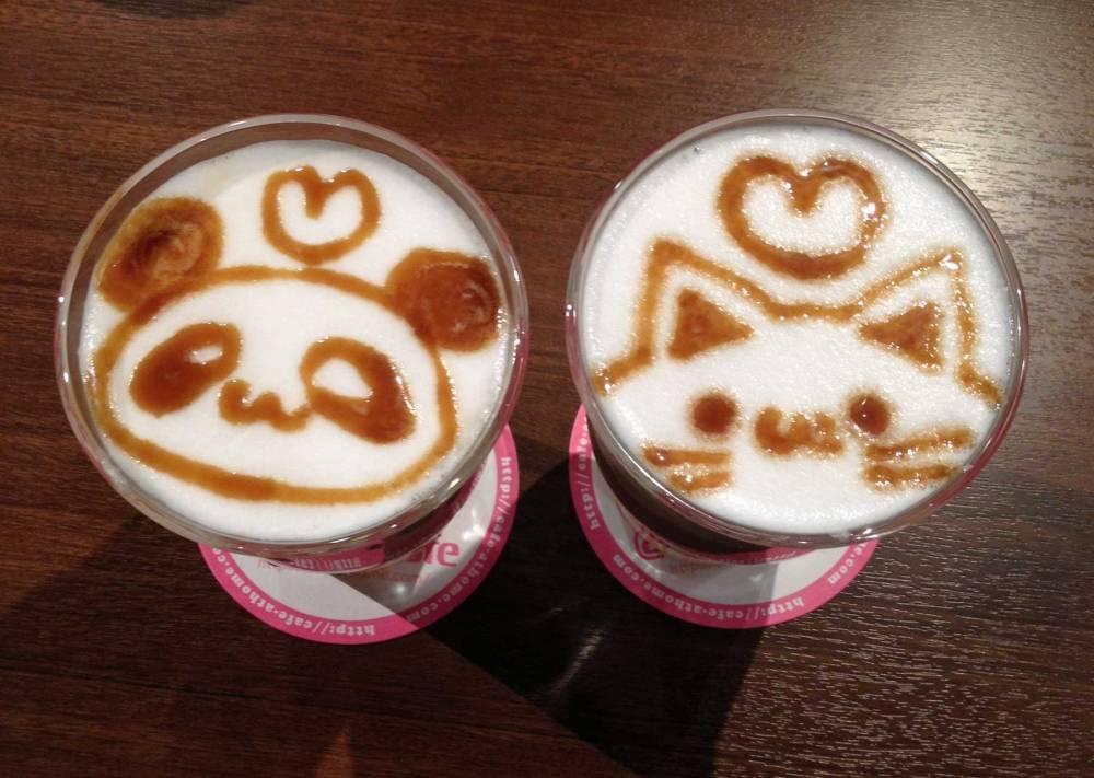 Drinks im Maid Café in Tokyo