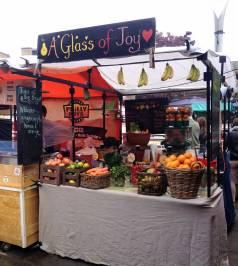 Camden Market in London, Stand mit Fruchtsaft