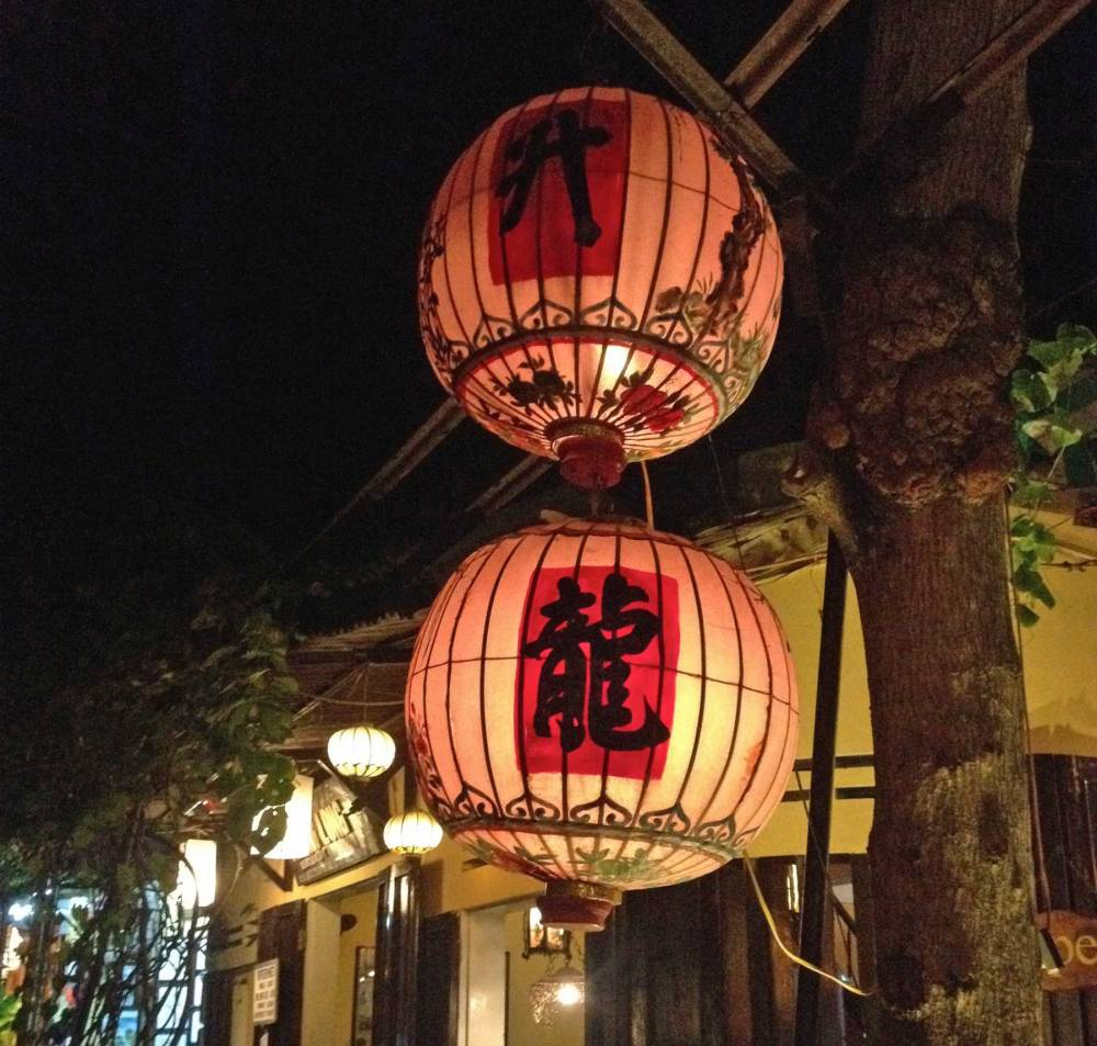 Lampions bei Nacht in Hoi An in Vietnam
