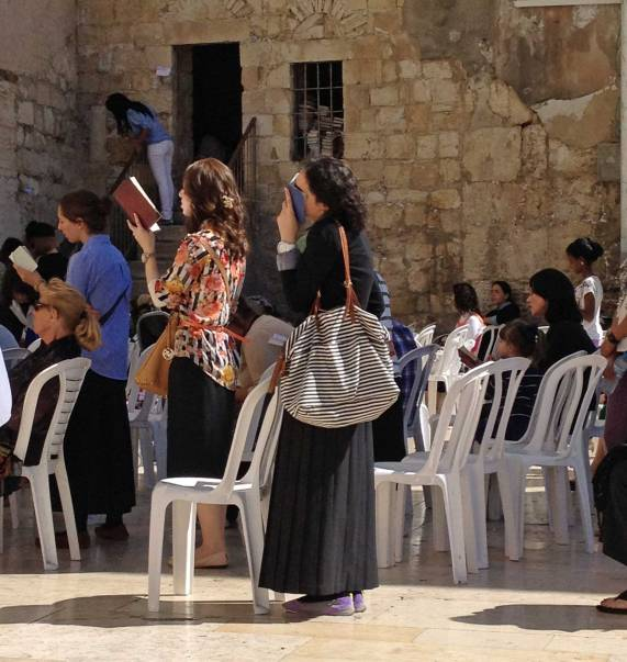 Betende an der Klagemauer in Jerusalem in Israel
