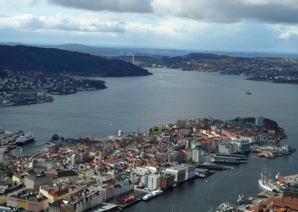 Blick auf die norwegische Stadt bergen von oben