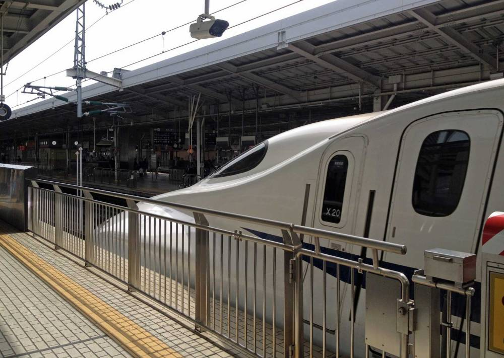 Shinkansen auf dem Weg von Osaka nach Kyoto