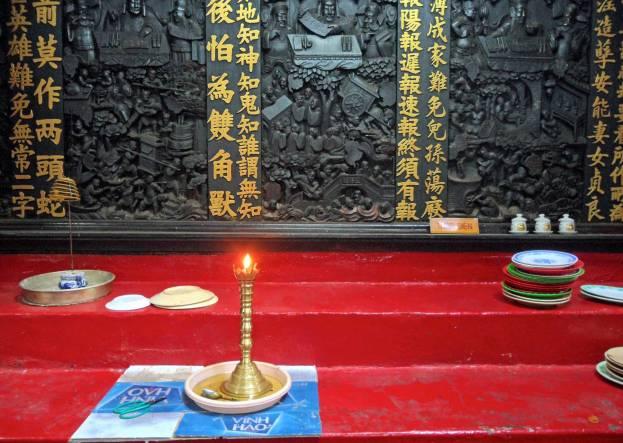 Viele Statuen und heilige Schreine zieren die Innenräume.