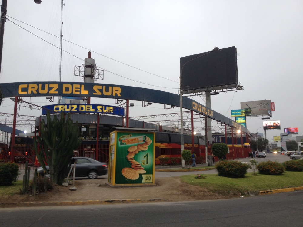 Cruz del Sur Busterminal in Lima