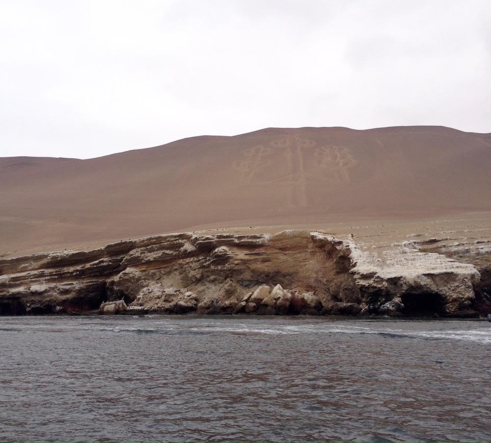 Sandlinien in Form eines Kerzenhalters bei Paracas