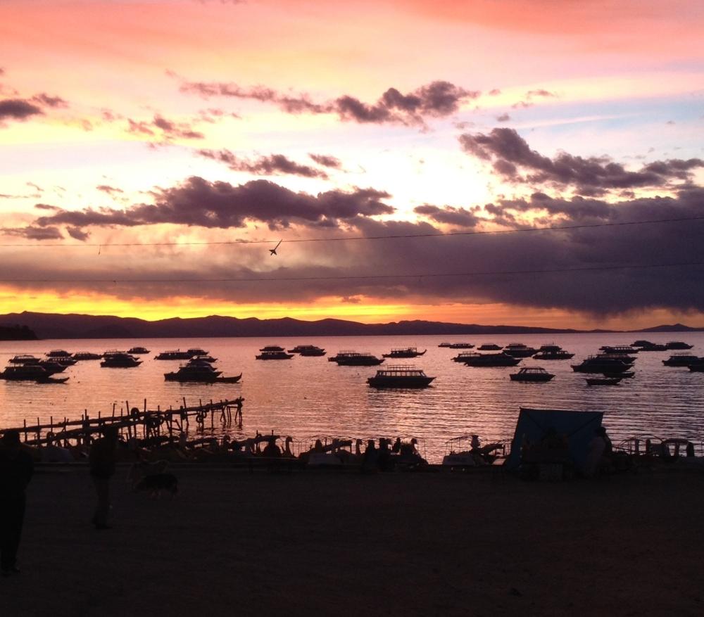 Sonnenuntergang am Titicacasee in Bolivien