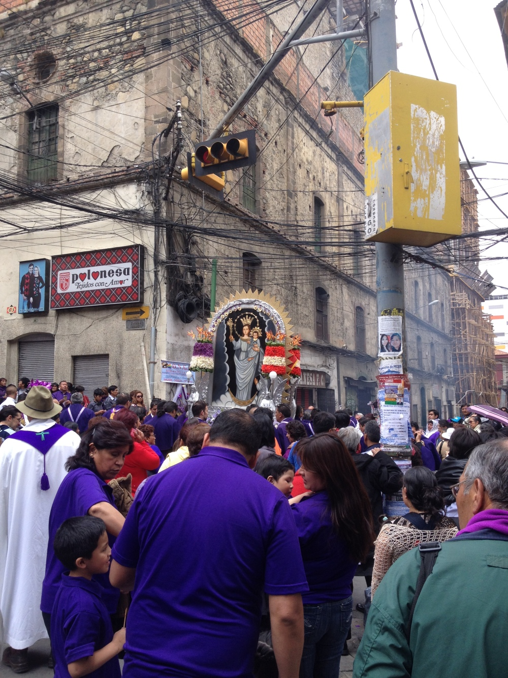 Religiöse Prozession in Südamerika
