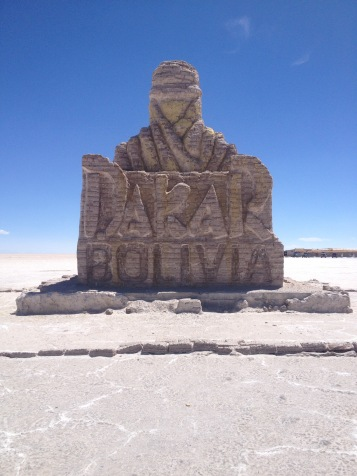 Teilnehmer der Rally Dakar 2015 durchquerten den Salzsee Salar de Uyuni in Bolivien.