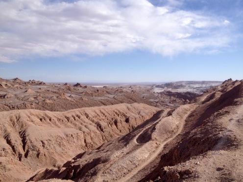 """Bizarre Felsformationen bilden das """"Valle de la luna"""" in der Atacama-Wüste."""