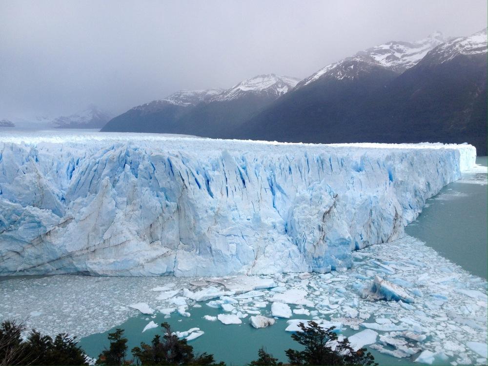 Blaues Eis am Gletscher von Perito Moreno