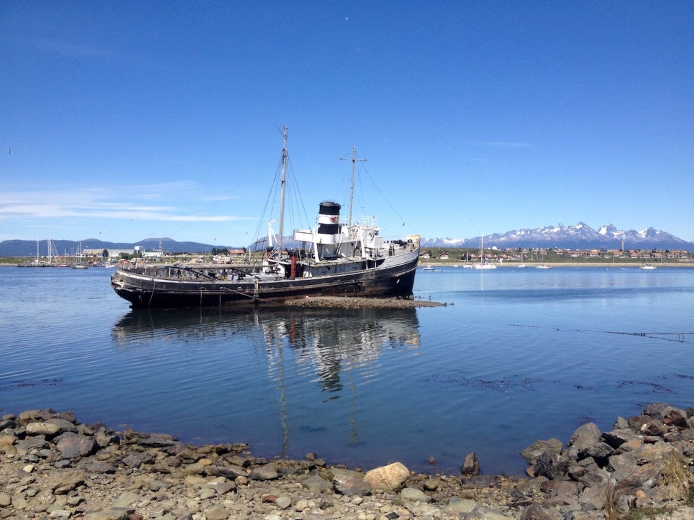 Schiff im Hafen von Ushuaia
