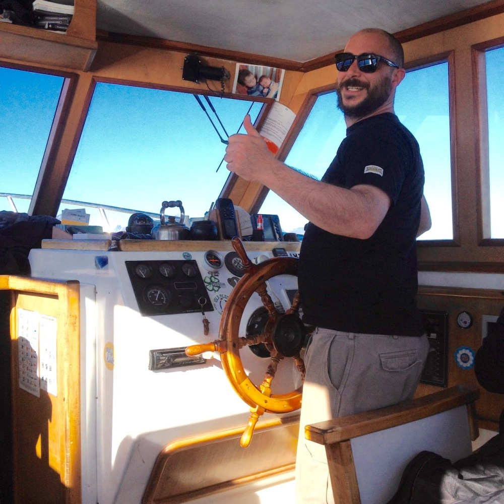 Kapitän auf einem Ausflugsboot in Ushuaia