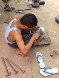 In Myanmar entsteht fast alles in Handarbeit - so auch dieses Gefäß.