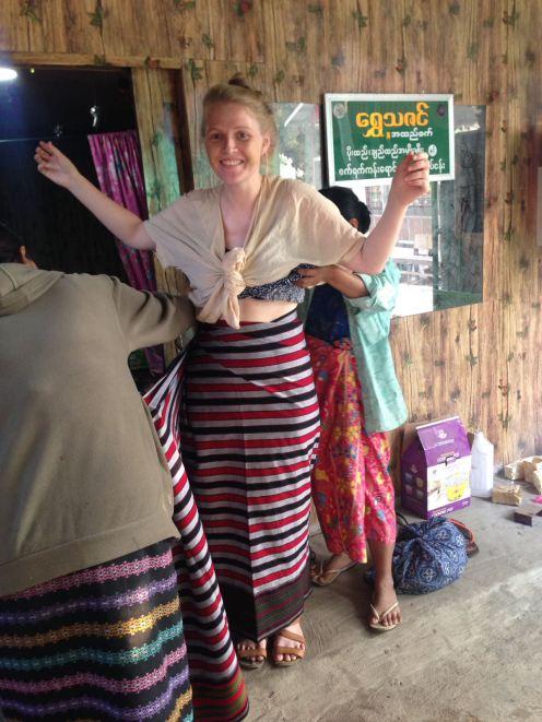 Der Longyi ist ein traditioneller Wickelrock - für Männer und Frauen.