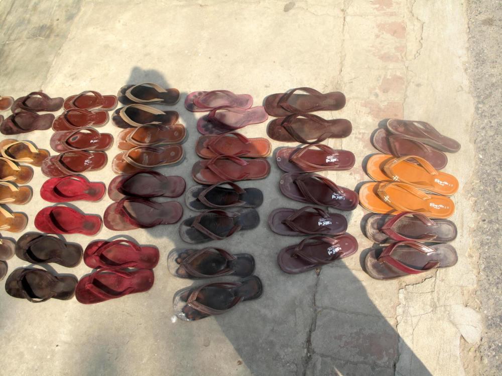 Schuhe der Mönche in Myanmar