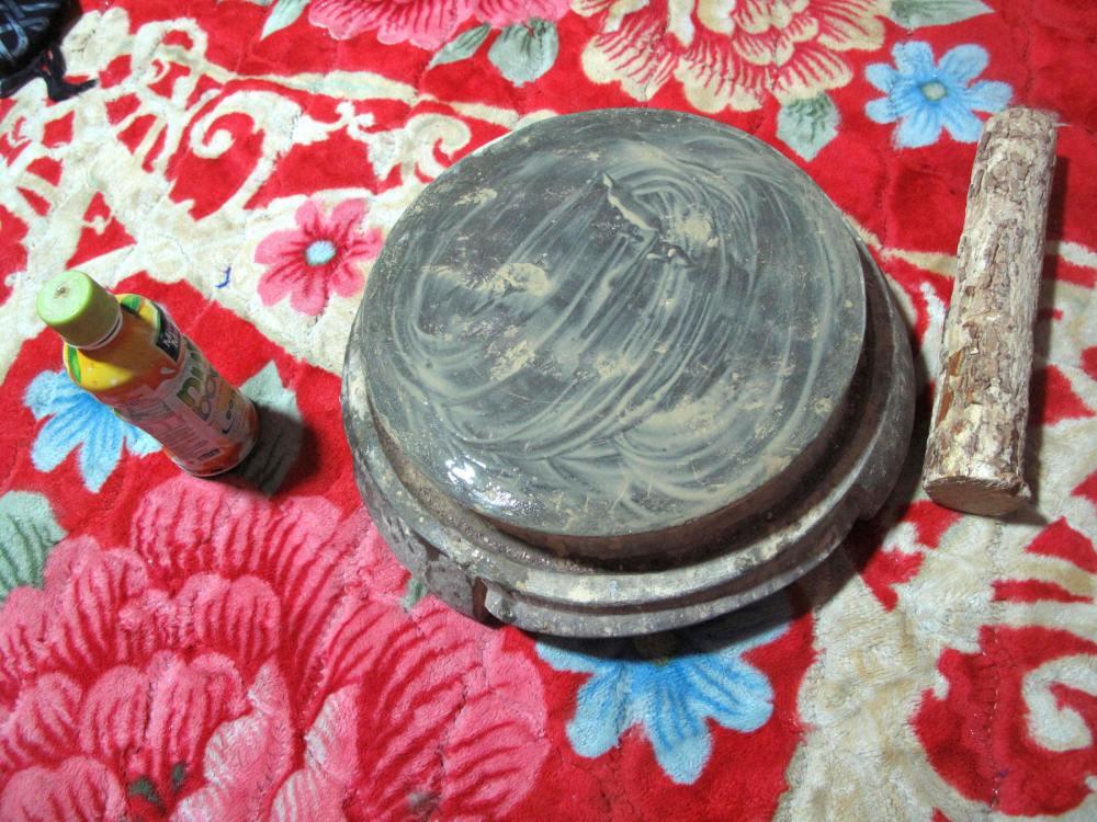 Mörser und Stößel zur Herstellung der Thanaka-Paste