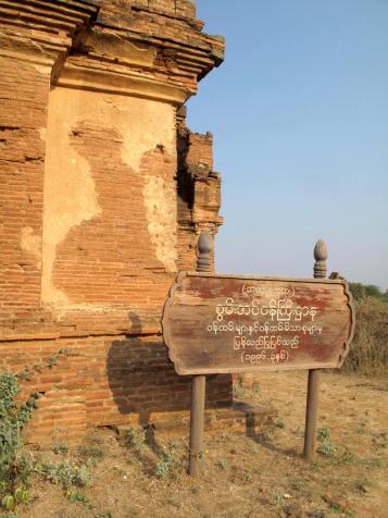 Burmesisch ist eine hübsche Schrift - schade nur, dass man absolut nichts versteht.