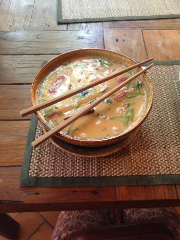 Vegetarische Tom Kha Gung - leckere Kokosmilchsuppe.