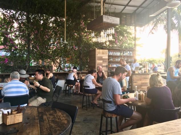 Im Outdoor-Bereich von Burrito Amor ist genug Platz für etwa 50 Gäste.