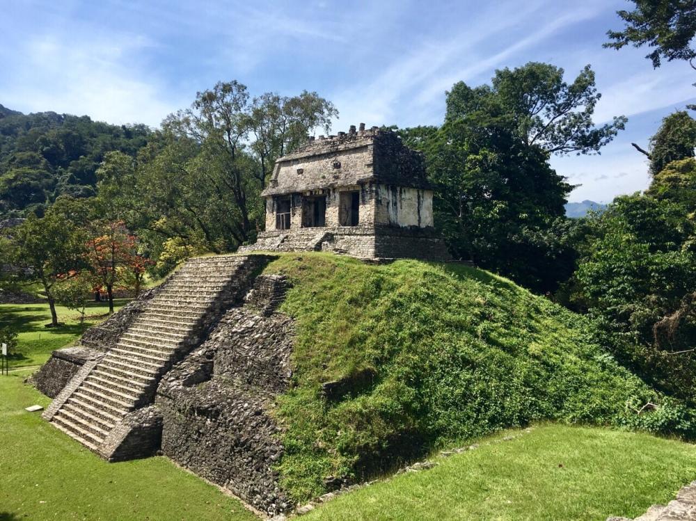 auten auf Sockelplattformen in Palenque